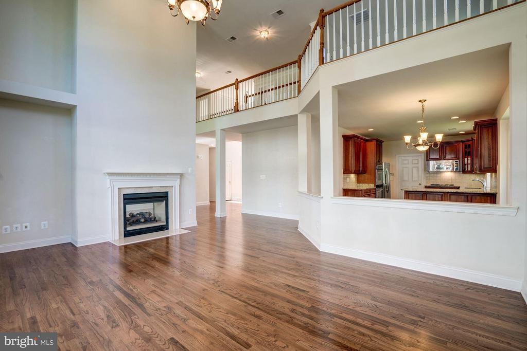Family Room w/ Hardwood Floors / Fireplace - 20093 WHISTLING STRAITS PL, ASHBURN