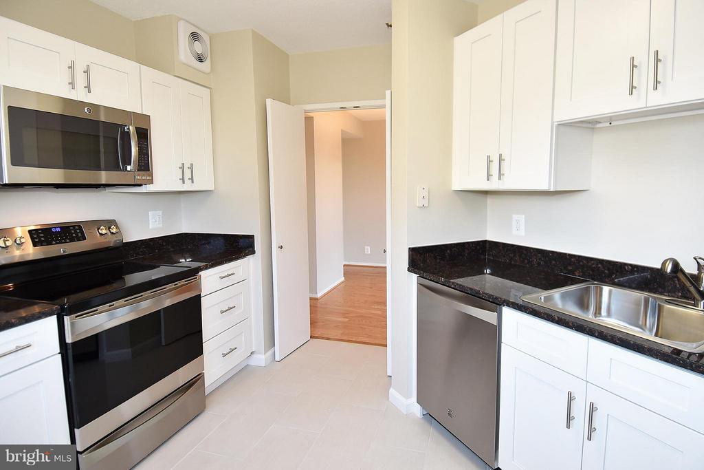Upgraded appliances all 2 years young and upgraded - 900 STAFFORD ST #2008, ARLINGTON