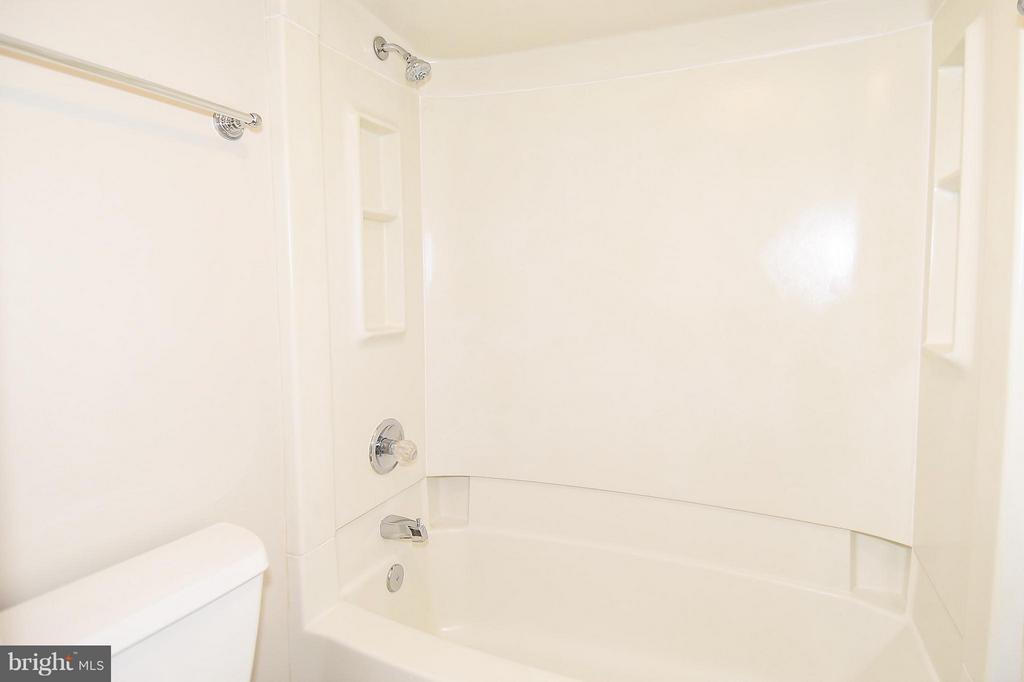 Bath (Master) - 900 STAFFORD ST #2008, ARLINGTON