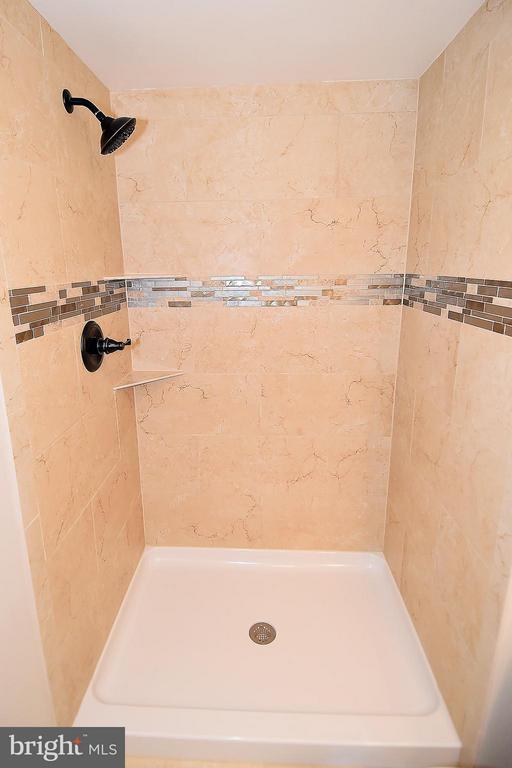 Bath - 900 STAFFORD ST #2008, ARLINGTON