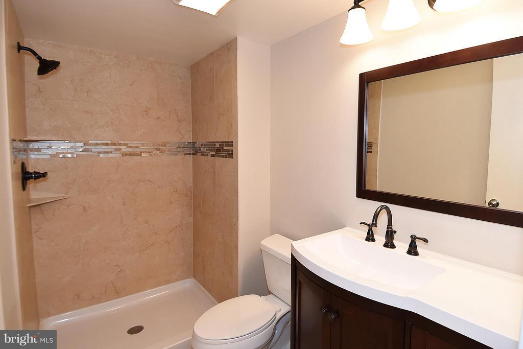 Handsome Guest Bath ... Ceramic - 900 STAFFORD ST #2008, ARLINGTON