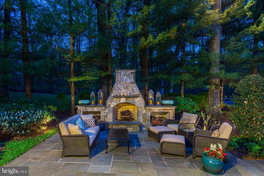 Outdoor Fireplace - 9081 EATON PARK RD, GREAT FALLS
