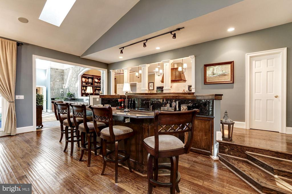 Wet Bar in Family Room - 9081 EATON PARK RD, GREAT FALLS