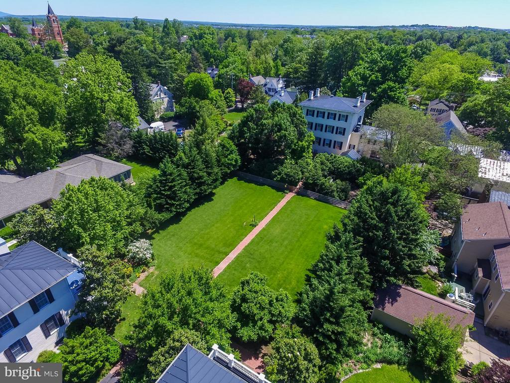The centrally located estate - 205 KING ST, LEESBURG