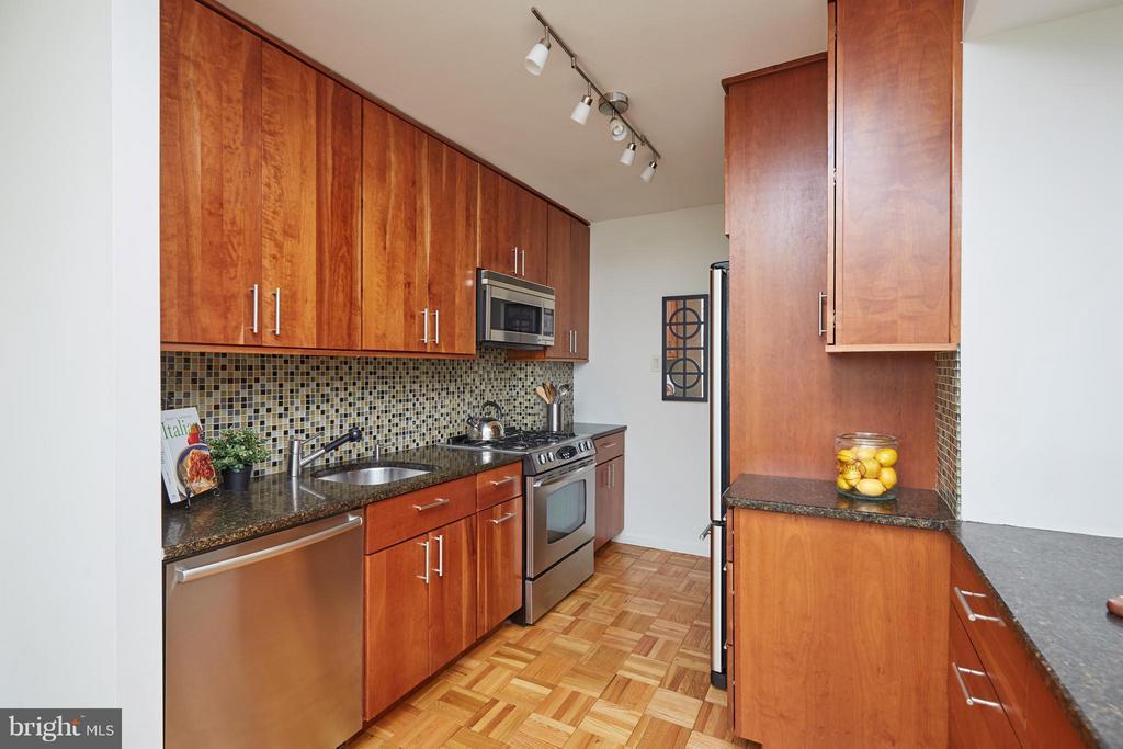 Kitchen - 2475 VIRGINIA AVE NW #602-603, WASHINGTON