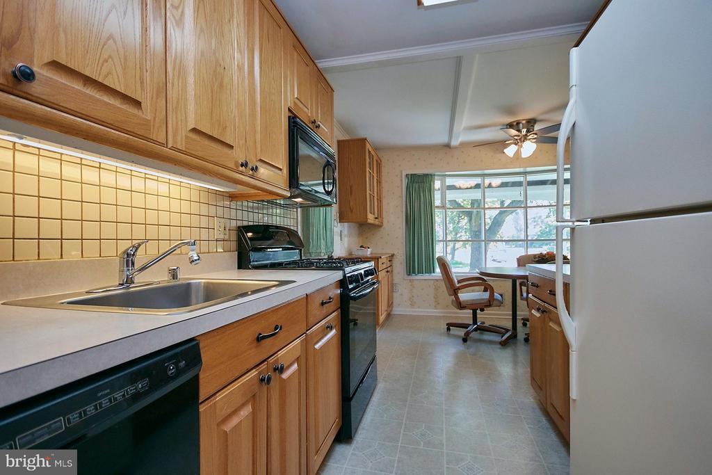 Kitchen - 7727 ARLEN ST, ANNANDALE