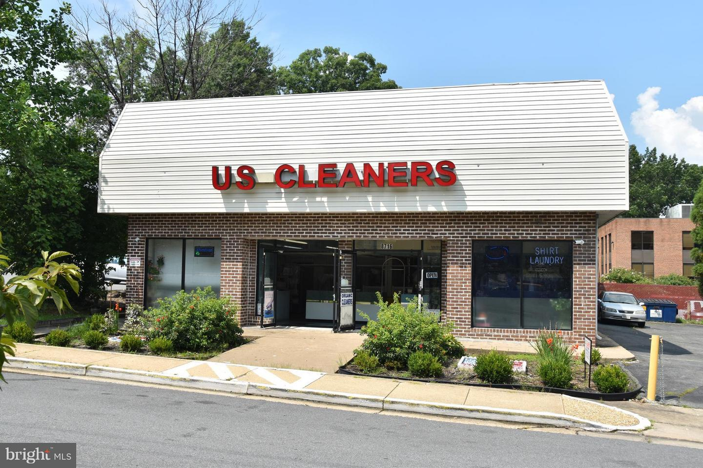 Retail for Sale at Fairfax, Virginia 22031 United States