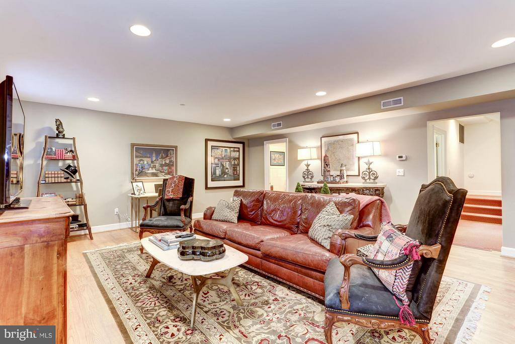 LL BR5 - Family Room - 2121 S ST NW, WASHINGTON