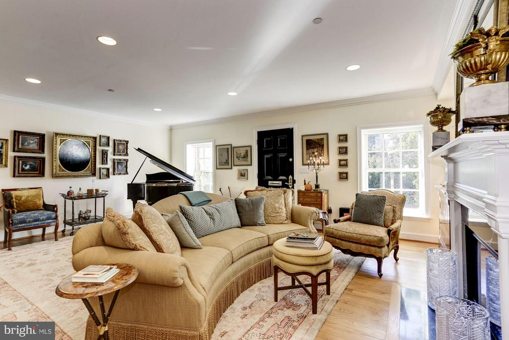 Gracious Living Room - 2121 S ST NW, WASHINGTON