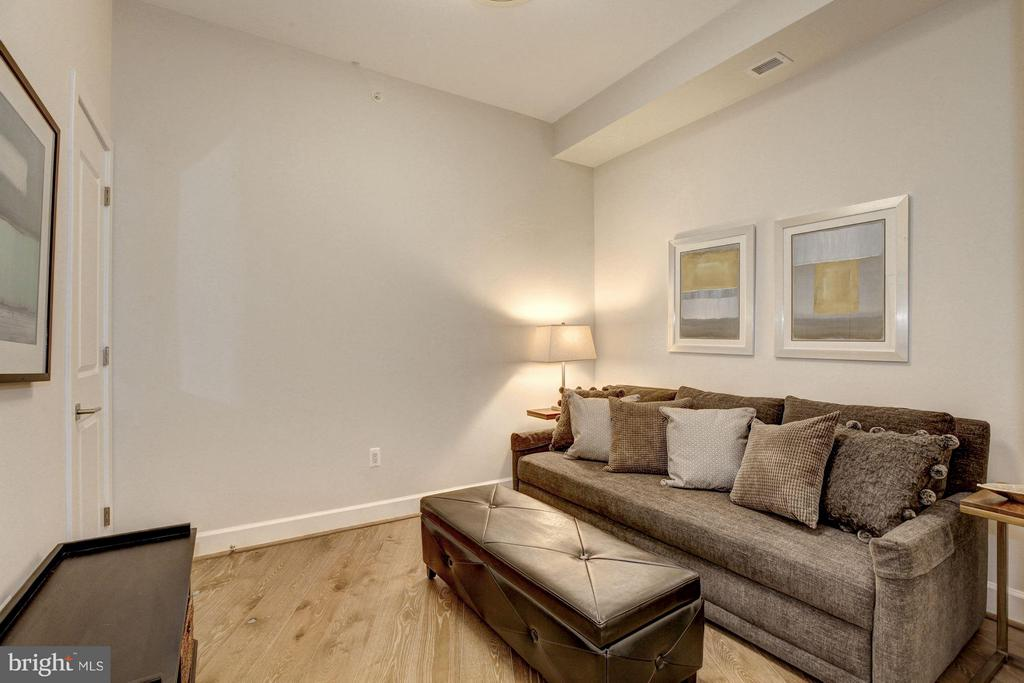 Den with two closets - 7171 WOODMONT AVE #506, BETHESDA