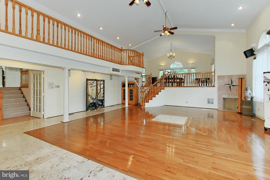 Spectacular Great Room Welcomes You! - 6519 DEARBORN DR, FALLS CHURCH