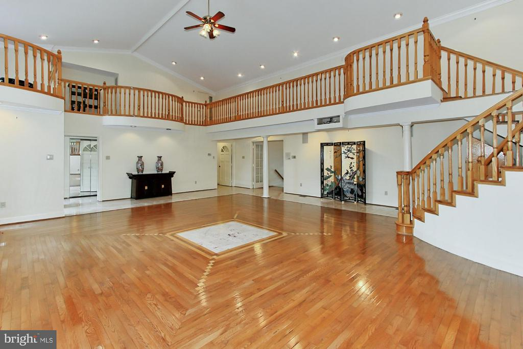 Super Space to Throw~a Party! - 6519 DEARBORN DR, FALLS CHURCH