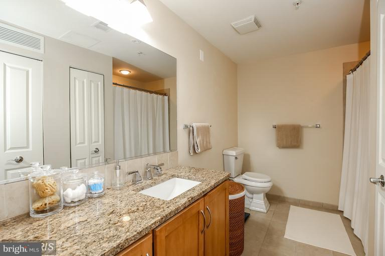 Bath - 888 QUINCY ST N #203, ARLINGTON