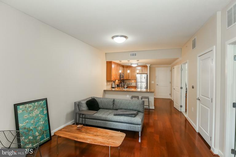 Living Room - 888 QUINCY ST N #203, ARLINGTON