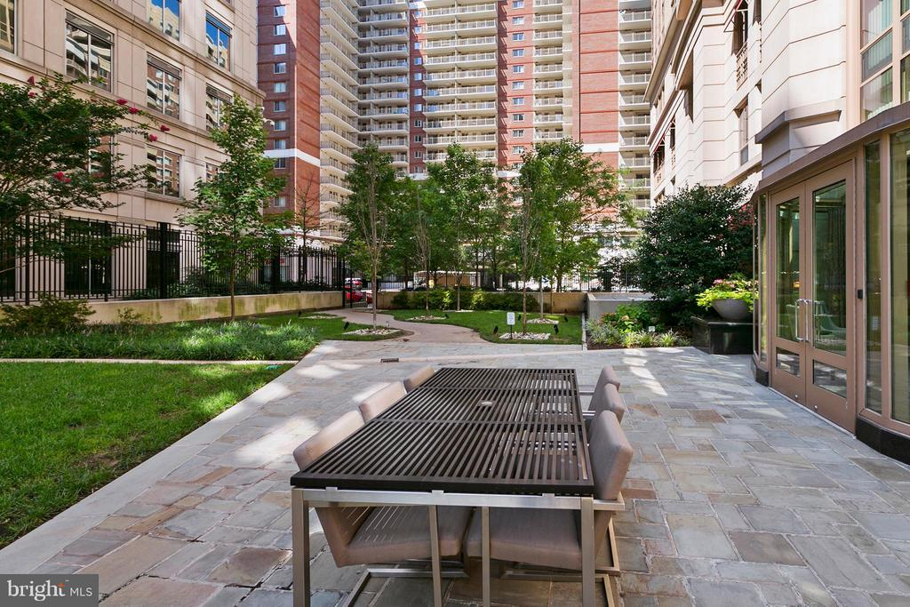 Courtyard - 888 QUINCY ST N #203, ARLINGTON