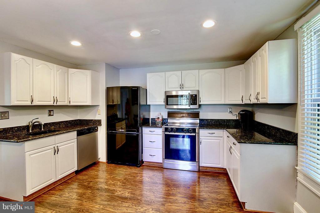 Kitchen - 43782 JENKINS LN, ASHBURN
