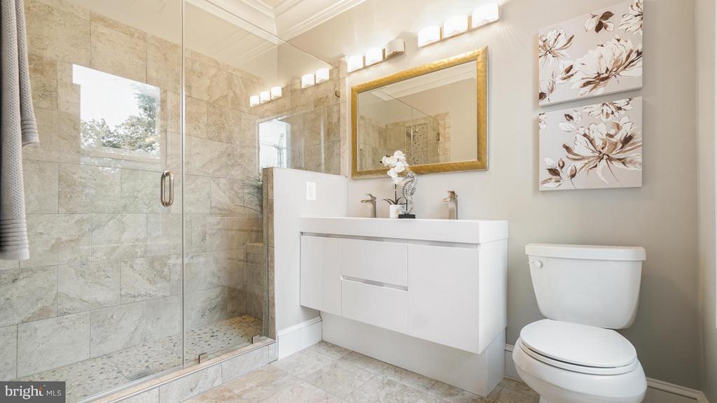Bath (Master) - 820 7TH ST NE, WASHINGTON