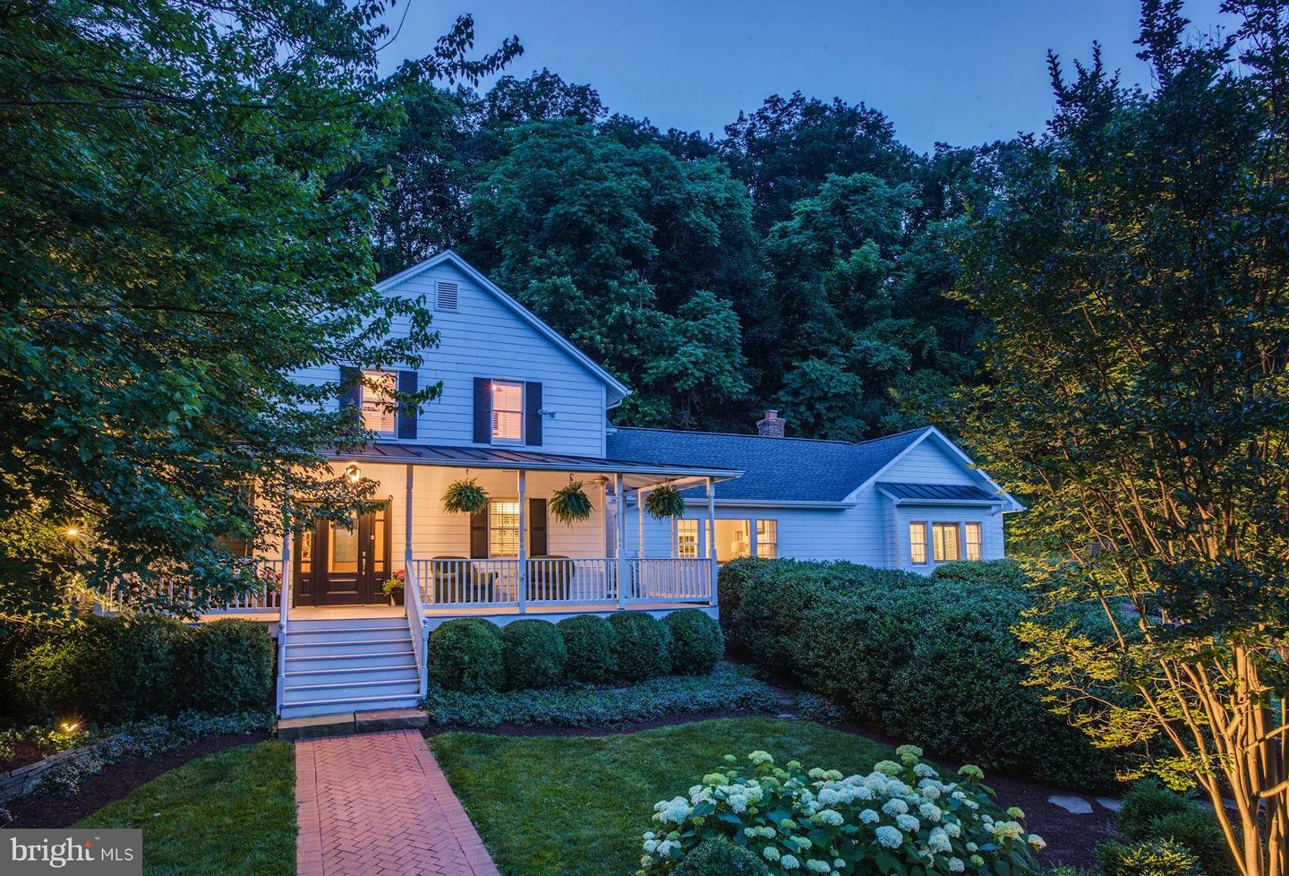 Single Family for Sale at 17545 Old Waterford Rd Leesburg, Virginia 20176 United States