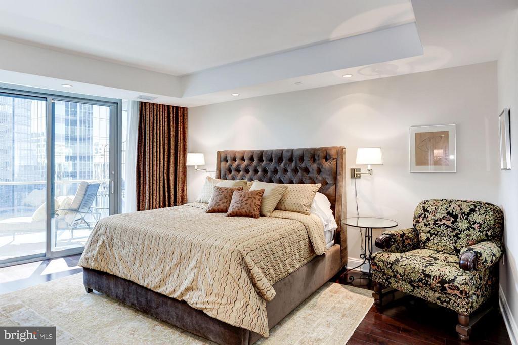 Master Bedroom with 2nd Balcony Access - 1881 NASH ST N #1605, ARLINGTON