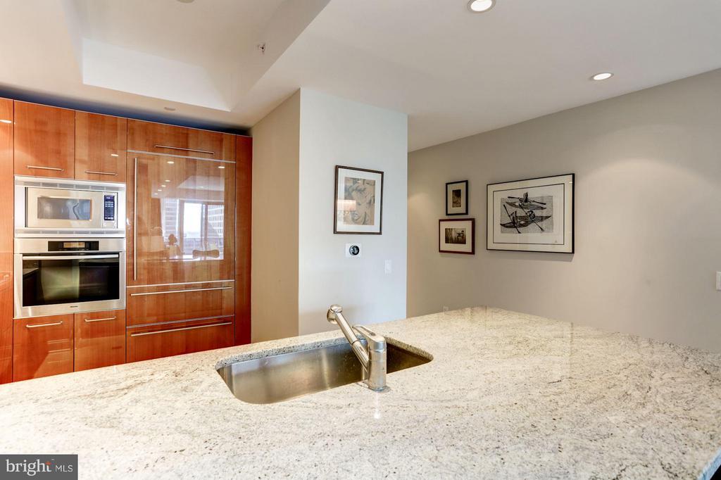 Expanded Breakfast Bar of Cashmere Granite - 1881 NASH ST N #1605, ARLINGTON