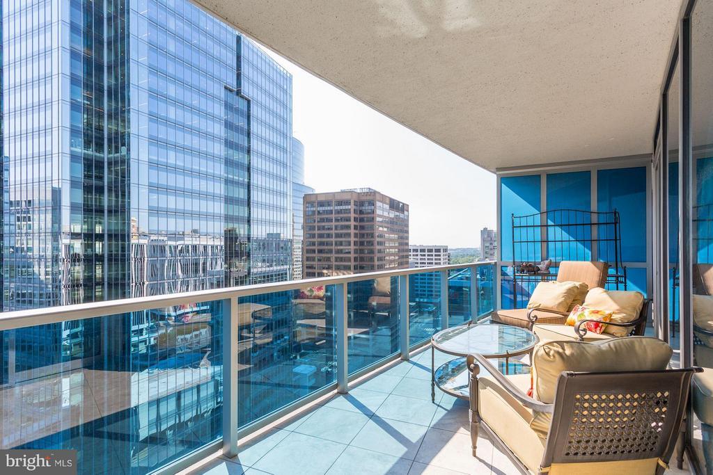 Expansive Balcony (274 sq ft) - 1881 NASH ST N #1605, ARLINGTON