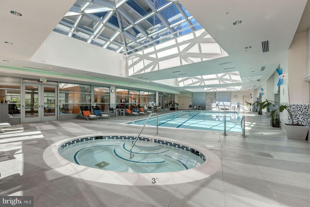 Indoor Pool and Spa - 1881 NASH ST N #1605, ARLINGTON