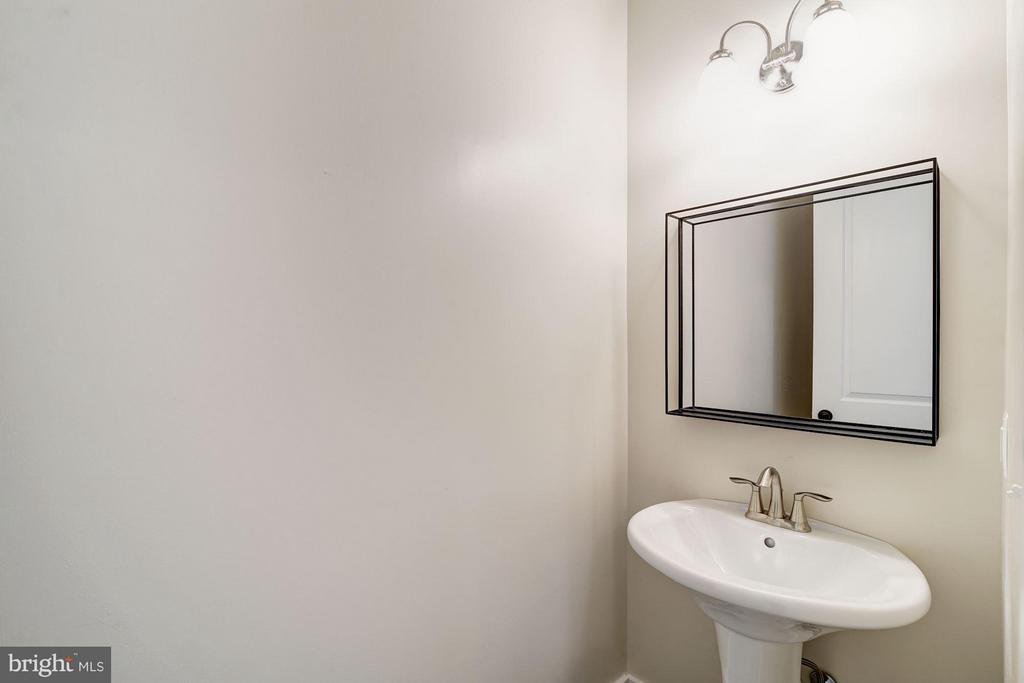 Bath - 5512 23RD ST N, ARLINGTON