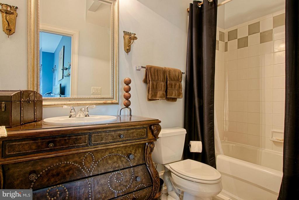 Bath - 16730 WHIRLAWAY CT, LEESBURG