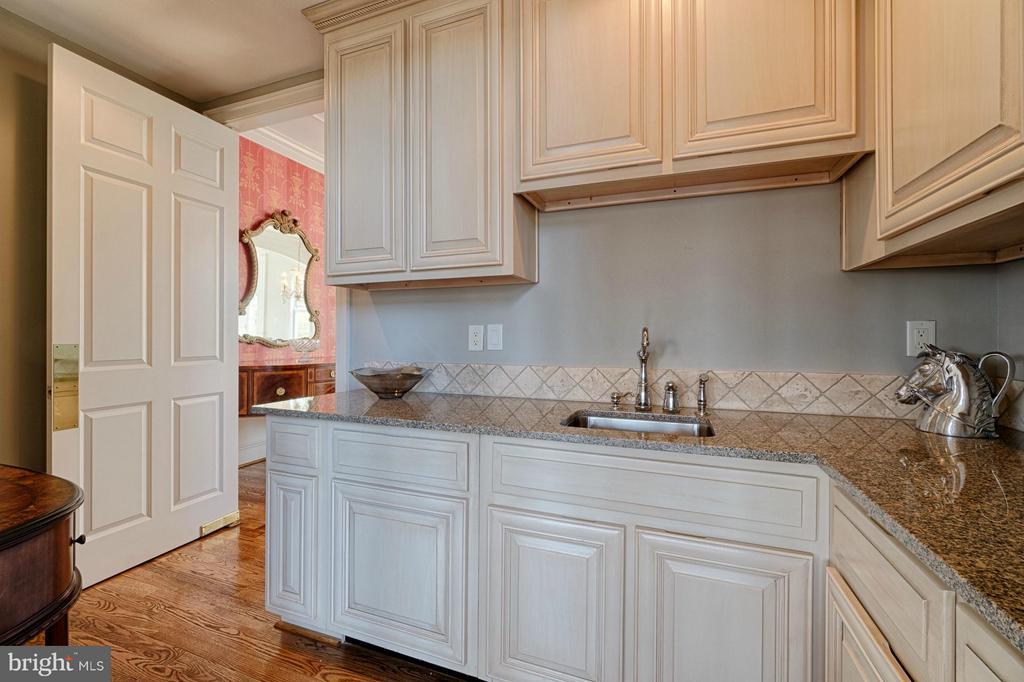 Butlers Pantry - 16730 WHIRLAWAY CT, LEESBURG
