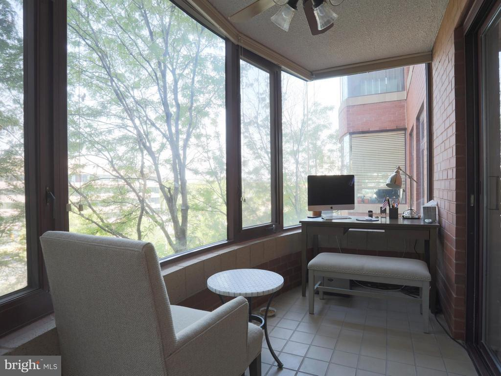 Enclosed Balcony is a Great Home Office! - 2400 CLARENDON BLVD #503, ARLINGTON