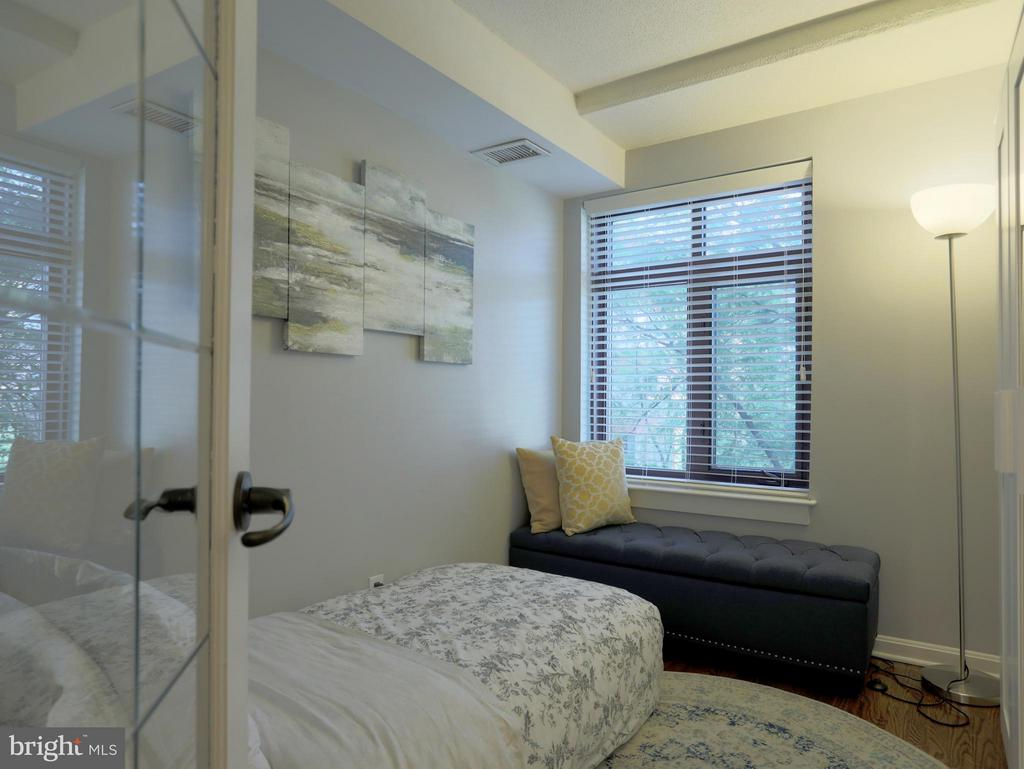 Bonus DEN can be used at 2nd Bedroom - 2400 CLARENDON BLVD #503, ARLINGTON