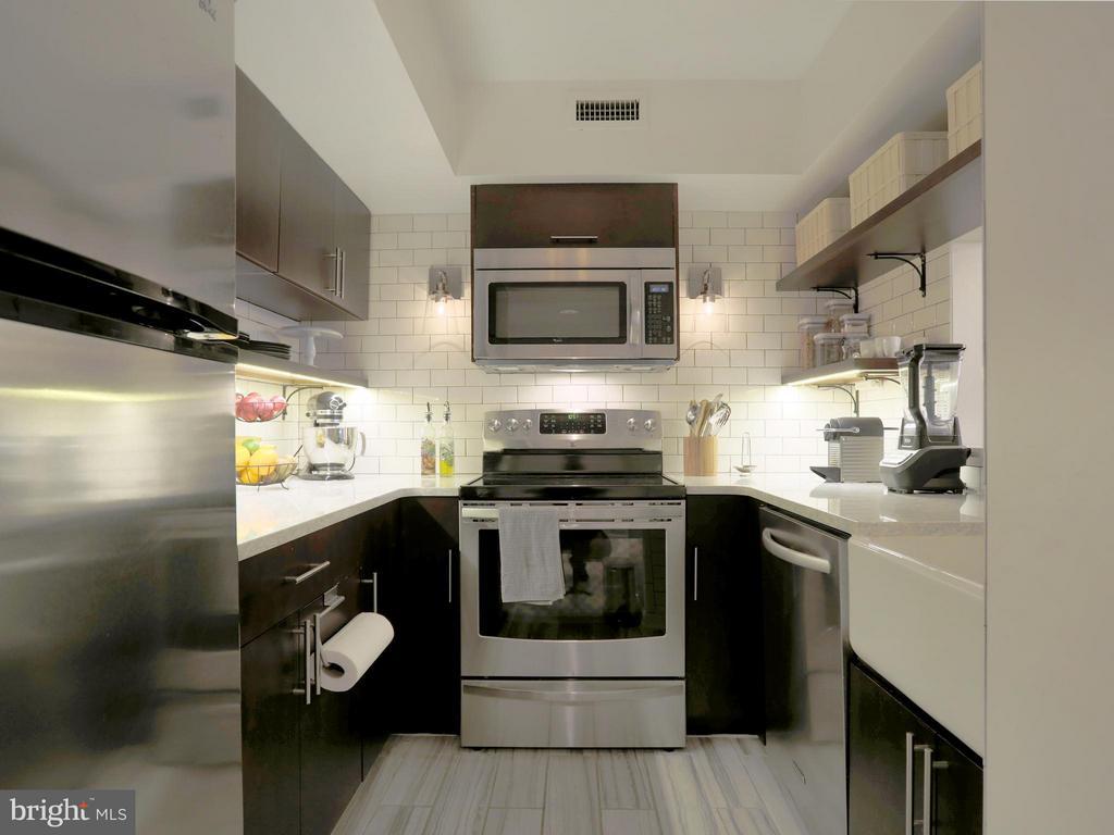 Completely Renovated Custom Kit. w/ $17k Upgrades - 2400 CLARENDON BLVD #503, ARLINGTON