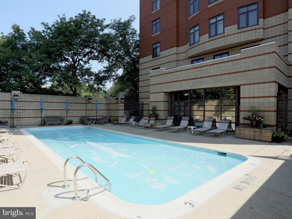 Private Pool for Residents - 2400 CLARENDON BLVD #503, ARLINGTON