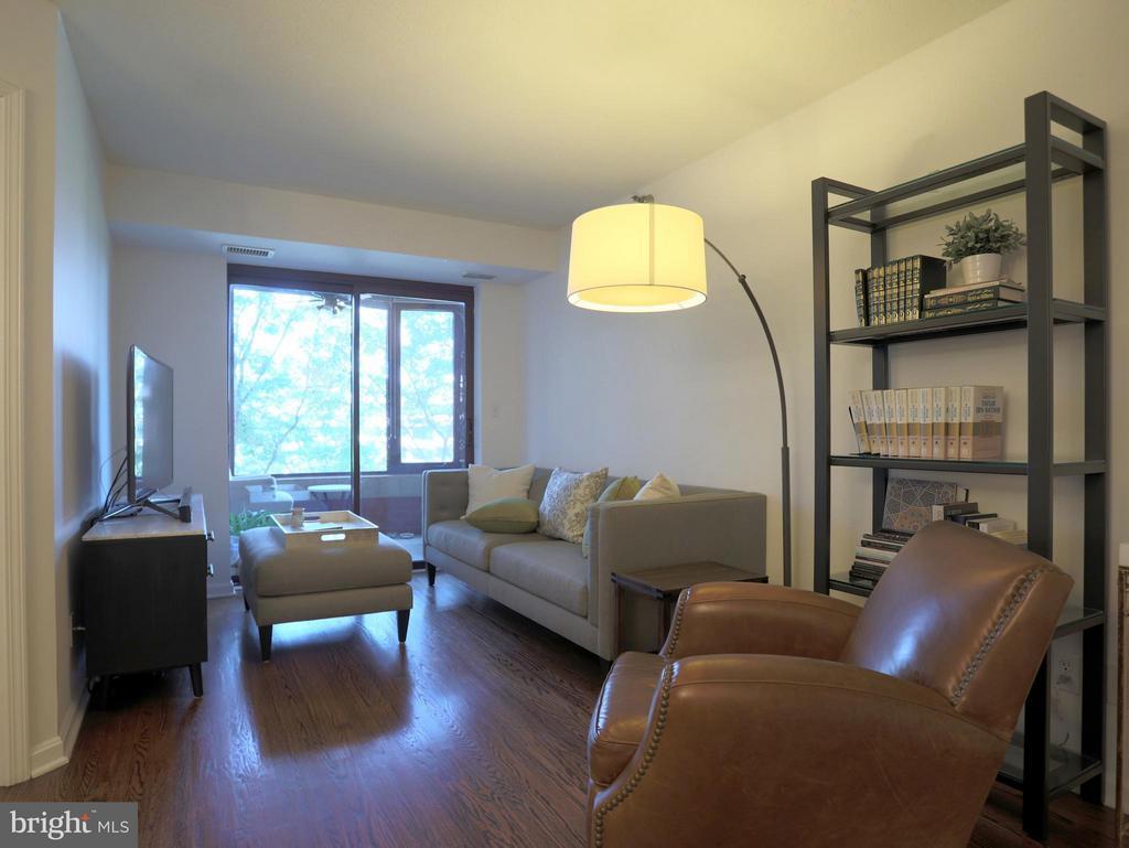 Living Rm w/ Hardwood Floors and Enclosed Balcony - 2400 CLARENDON BLVD #503, ARLINGTON