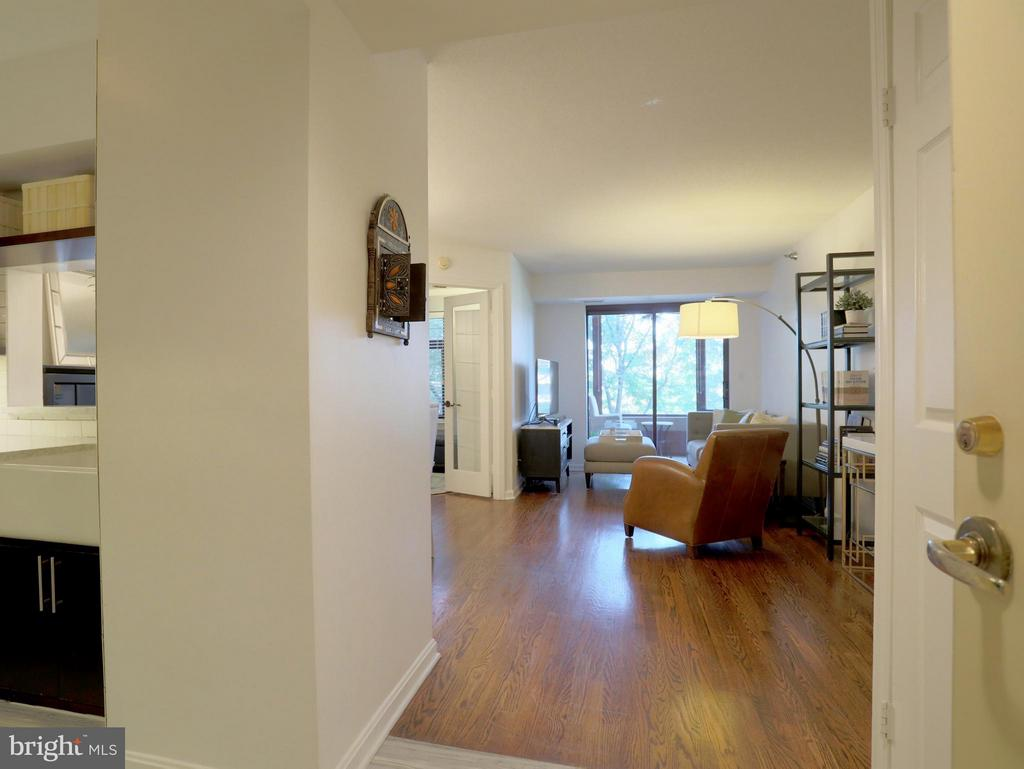 Hardwood Floors Throughout the Entire Condo - 2400 CLARENDON BLVD #503, ARLINGTON