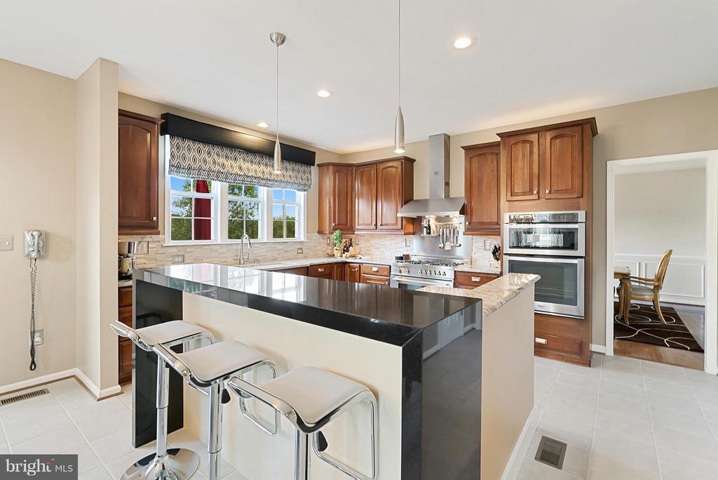 Kitchen - 35290 PRESTWICK CT, ROUND HILL