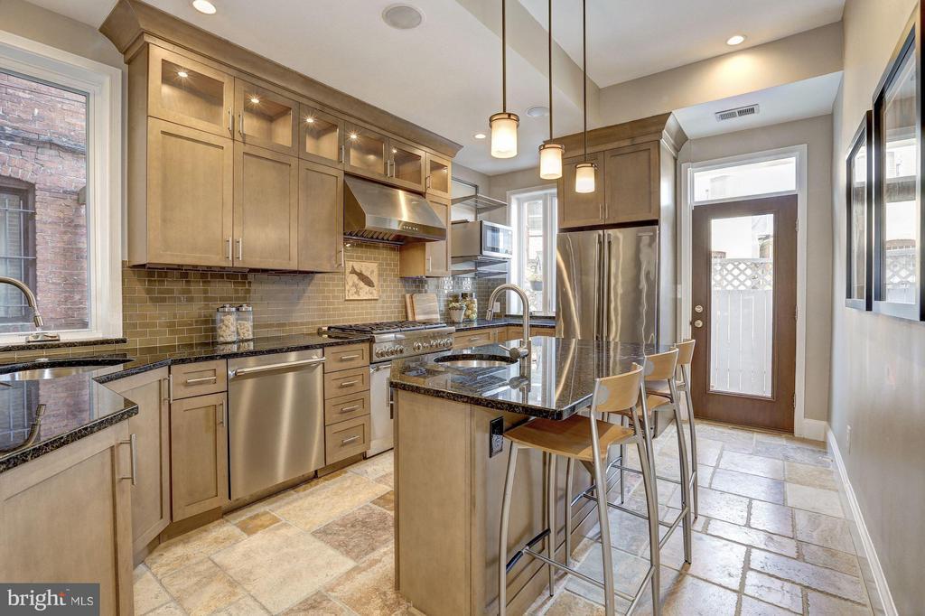 Gourmet kitchen - 1107 P ST NW, WASHINGTON