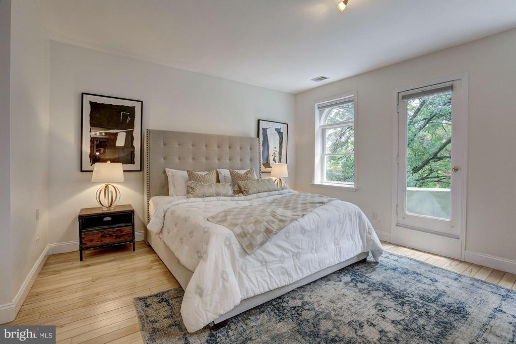 Master bedroom w/private balcony - 1107 P ST NW, WASHINGTON