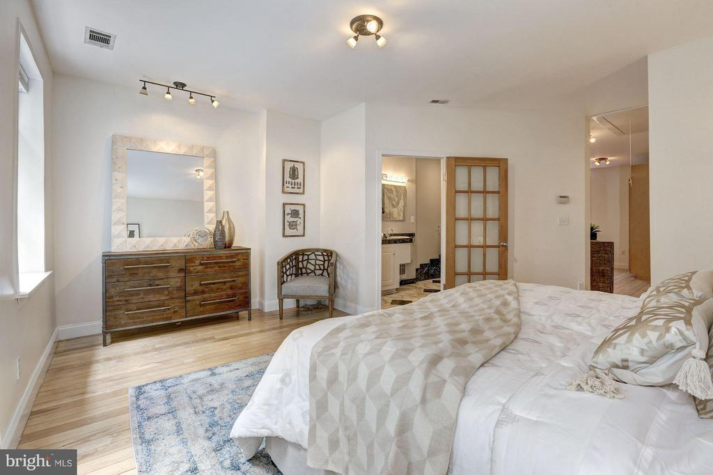 Lots of space, and en-suite - 1107 P ST NW, WASHINGTON