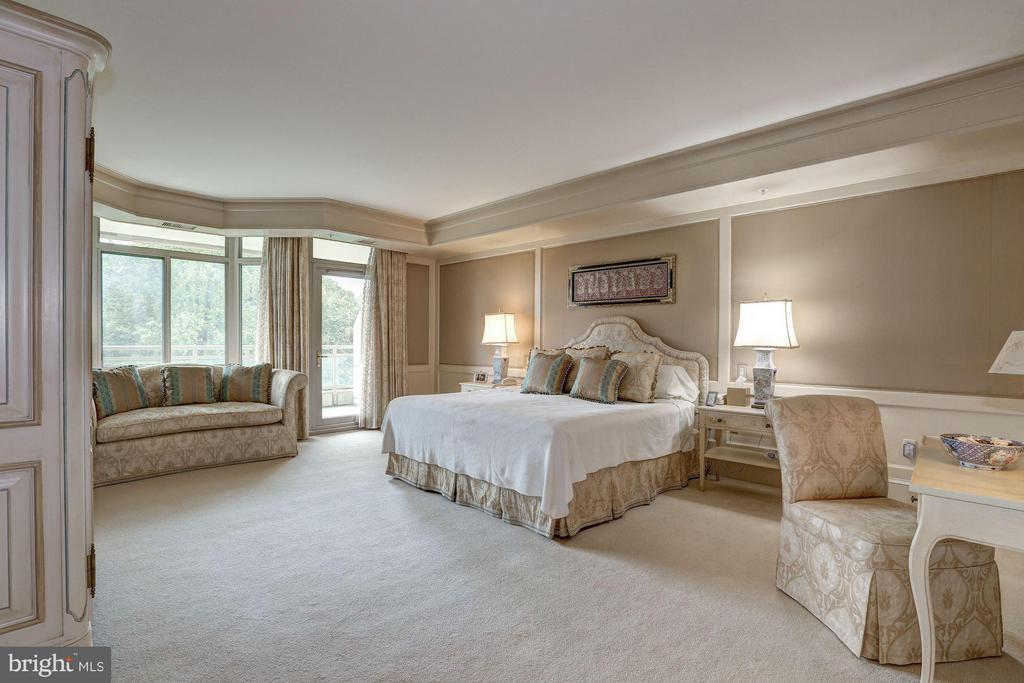 Bedroom (Master) - 5630 WISCONSIN AVE #702, CHEVY CHASE
