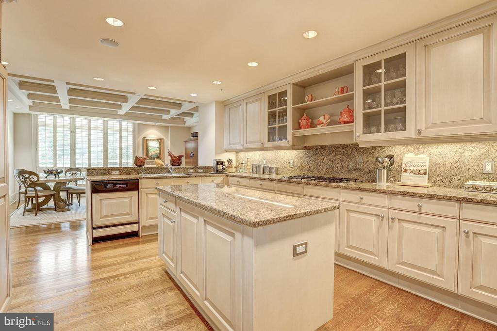 Kitchen - 5630 WISCONSIN AVE #702, CHEVY CHASE