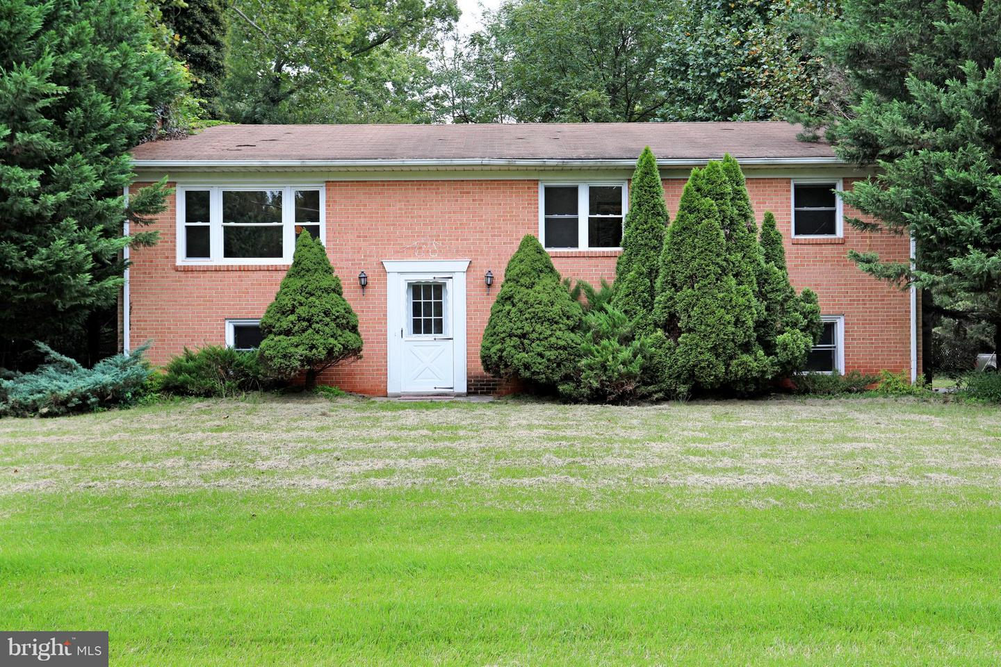 Other Residential for Rent at 19355 Youngs Cliff Rd Sterling, Virginia 20165 United States