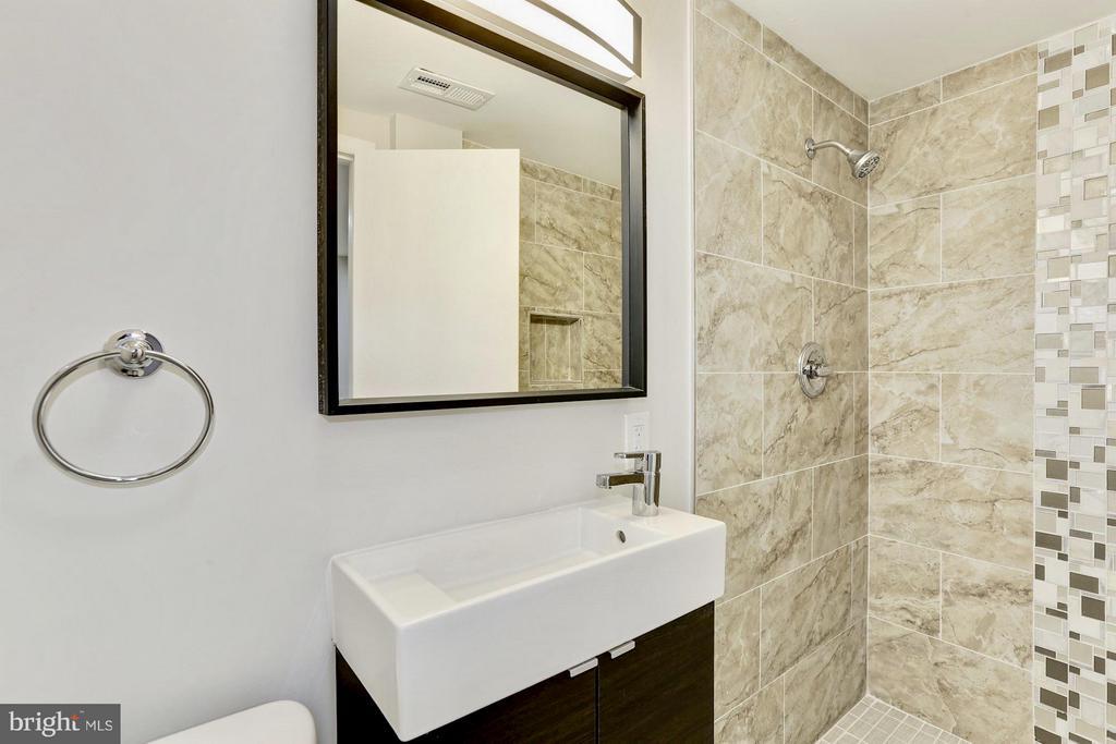 Bath - 7517 CITADEL DR, COLLEGE PARK