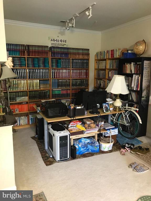 Living Room - 4401 WEATHERINGTON LN #201, FAIRFAX