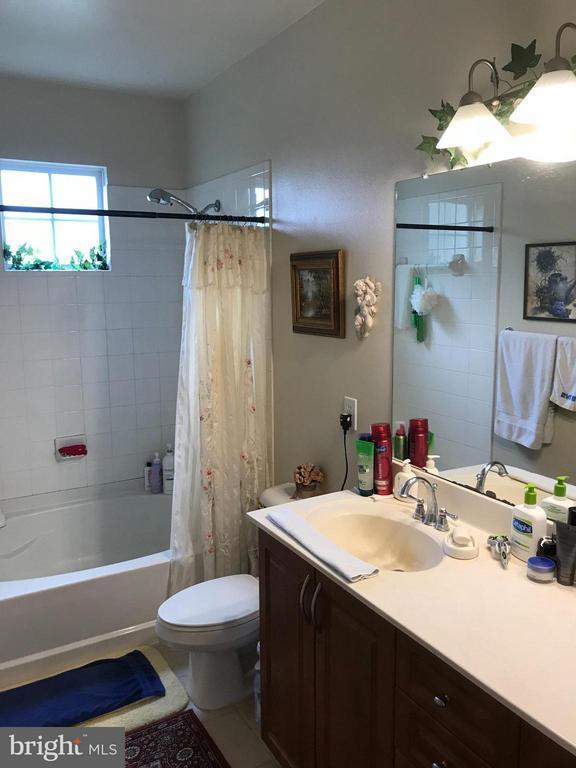 Bath - 4401 WEATHERINGTON LN #201, FAIRFAX