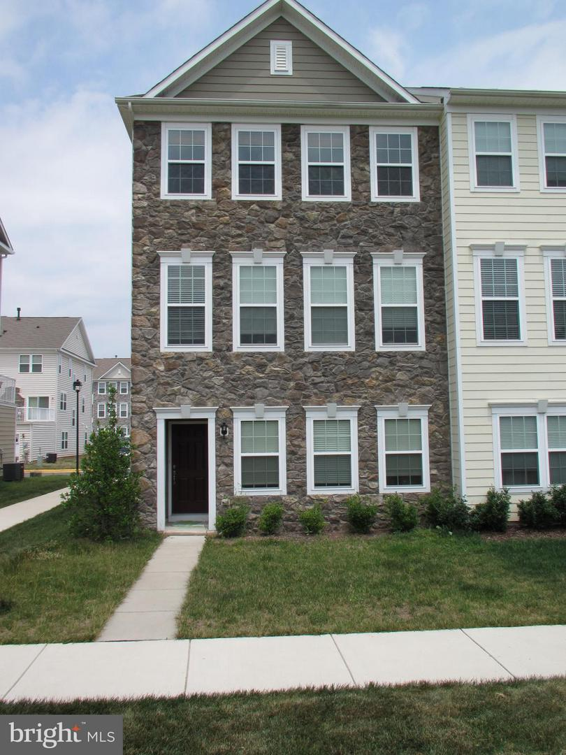 Other Residential for Rent at 44157 Seawolve Sq Chantilly, Virginia 20152 United States