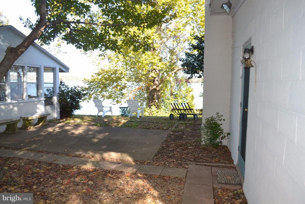 Courtyard between both Cottages and Gazebo - 8151 EVA DR, PORT ROYAL