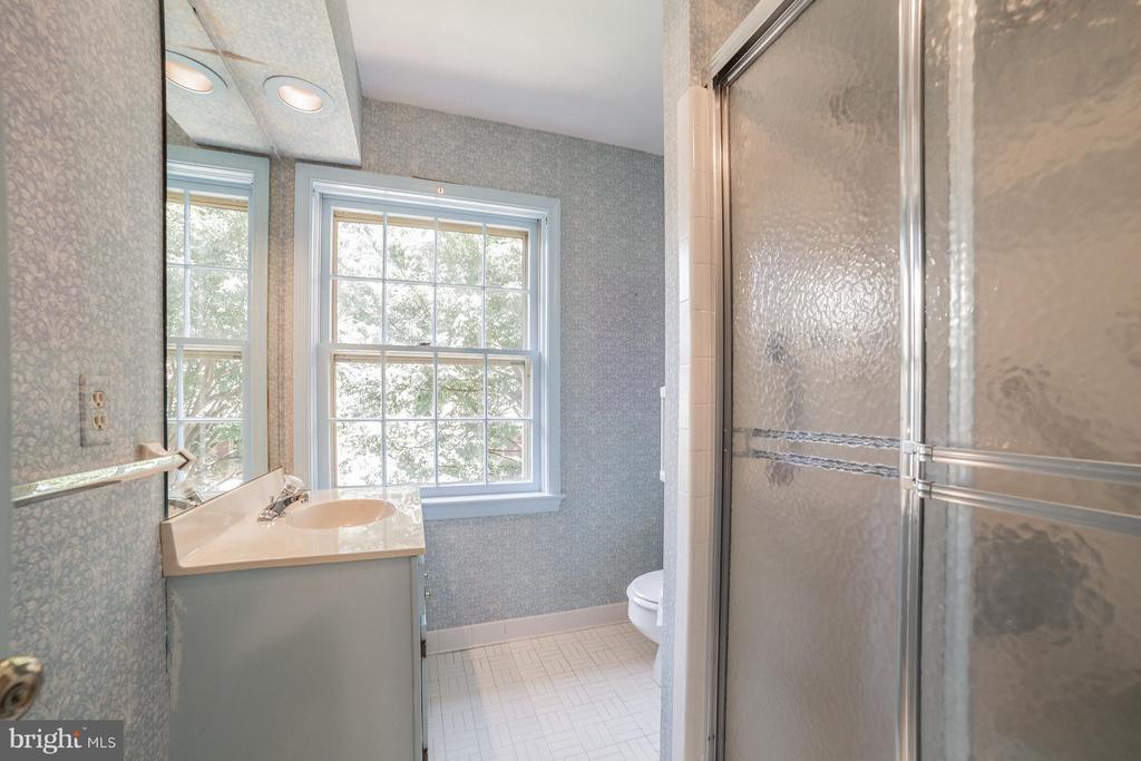 Full Bath - Upstairs - 10927 WICKSHIRE WAY #K-3, ROCKVILLE
