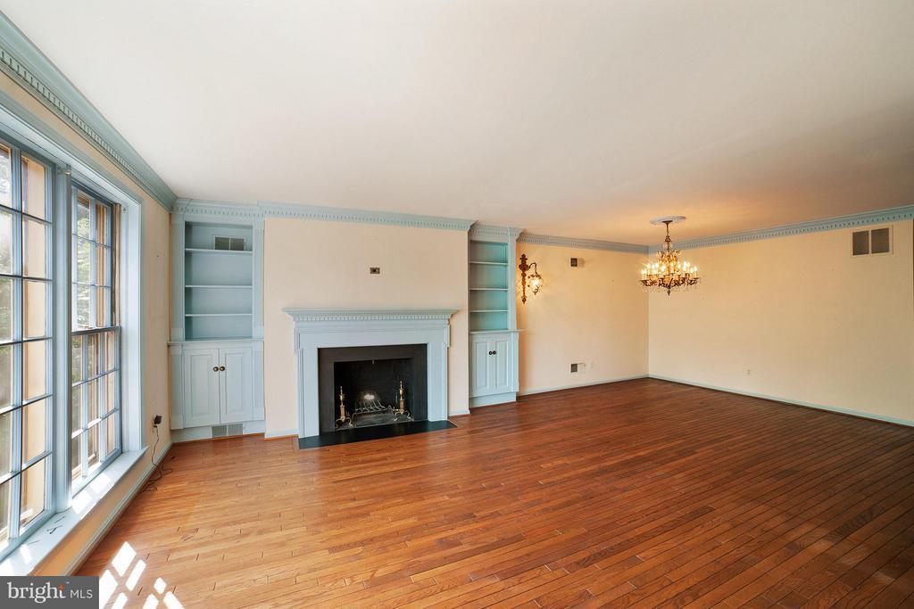 Living Room - 10927 WICKSHIRE WAY #K-3, ROCKVILLE
