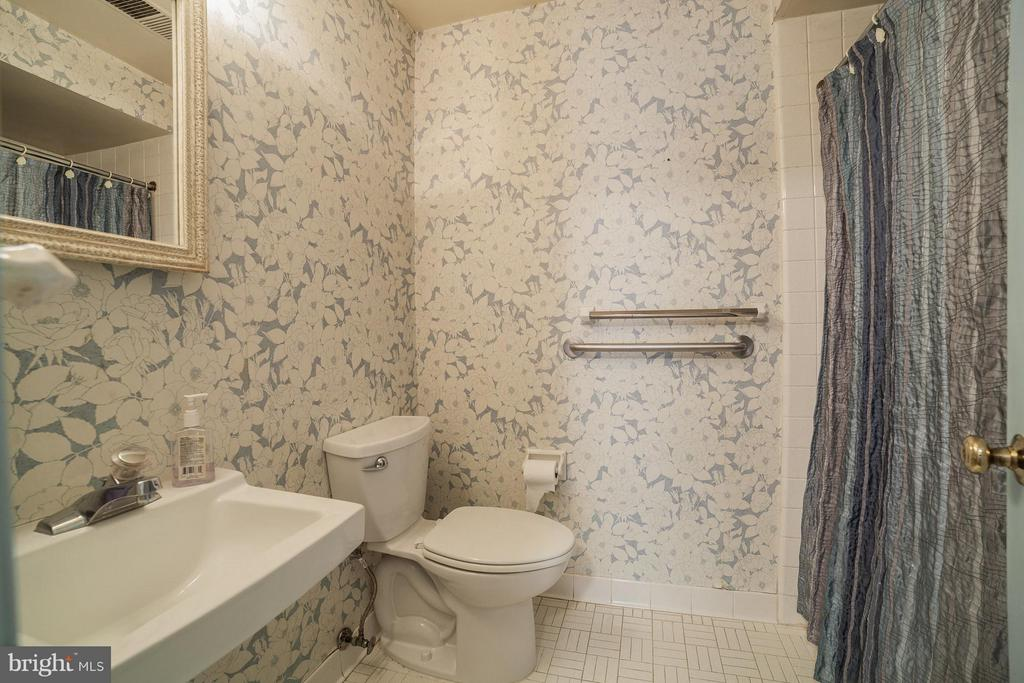 Full Bath - Lower Level - 10927 WICKSHIRE WAY #K-3, ROCKVILLE
